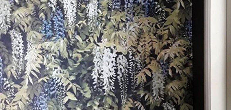 วอลเปเปอร์ลายพุ่มดอกไม้ สีเขียวฟ้า โดยร้าน ดีมา โฮมดีไซน์ @ ภูเก็ต