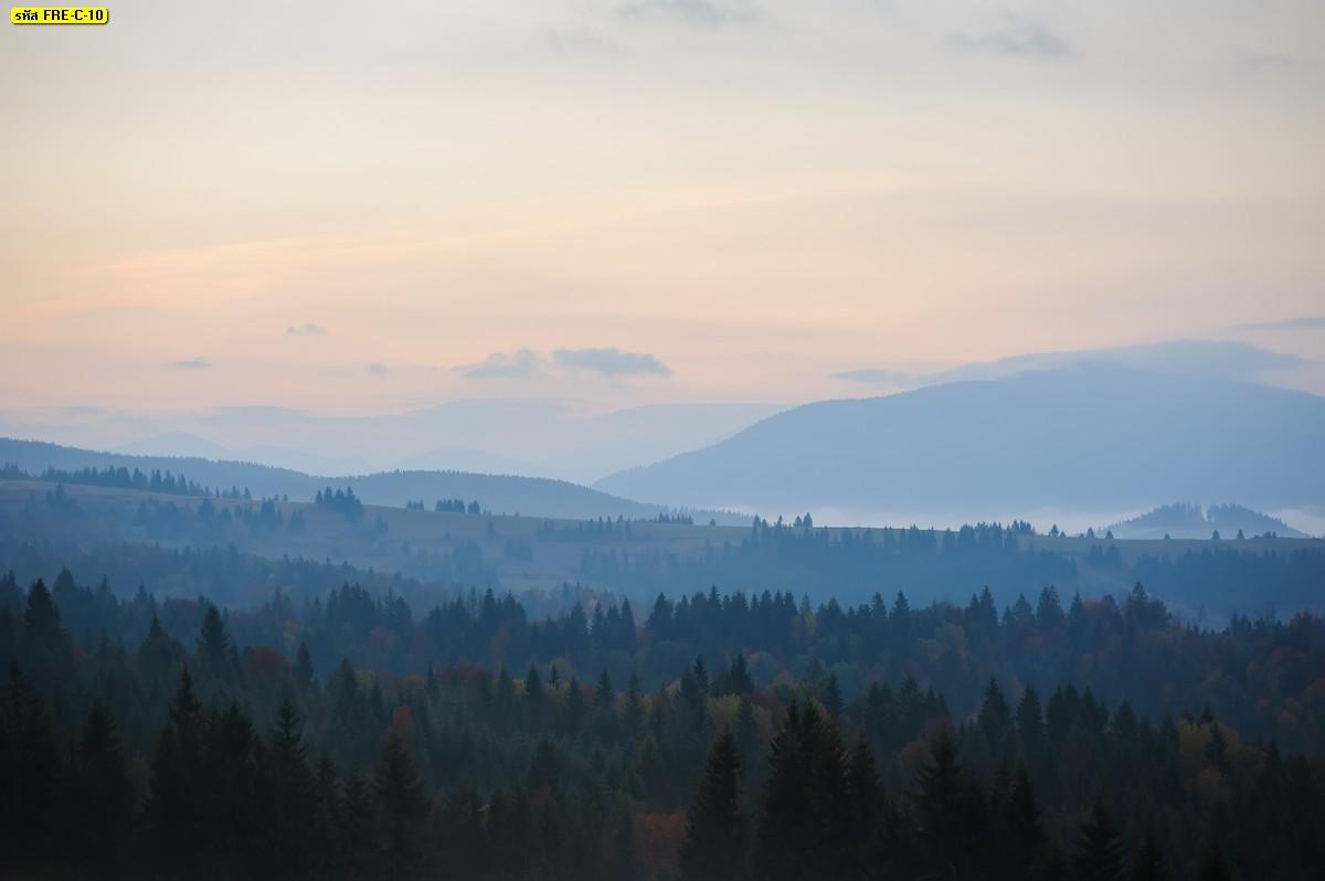 วอลเปเปอร์พื้นหลังลายธรรมชาติท้องฟ้ากว้างและภูเขาฤดูหนาว