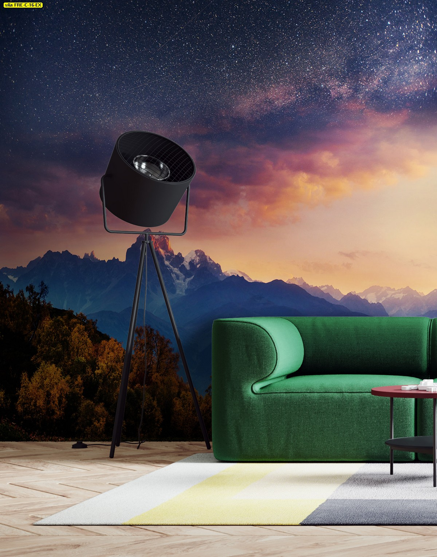 แต่งห้องนั่งเล่นเสมือนได้ดูดาว ภาพติดผนังลายธรรมชาติดวงดาว ตกแต่งโซฟาสีเขียว ปูพรม