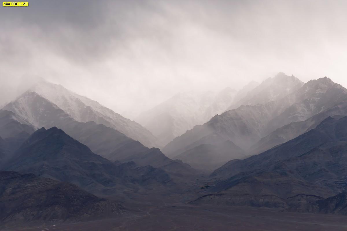 วอลเปเปอร์เทือกเขาและหมอกหนาในฤดูหนาว