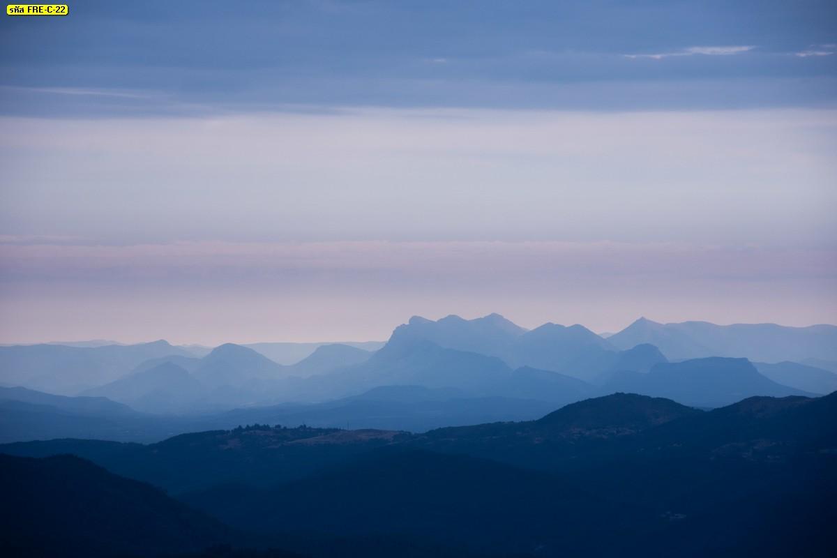 วอลเปเปอร์ธรรมชาติภูเขาและท้องฟ้ากว้างบรรยากาศเย็นๆ