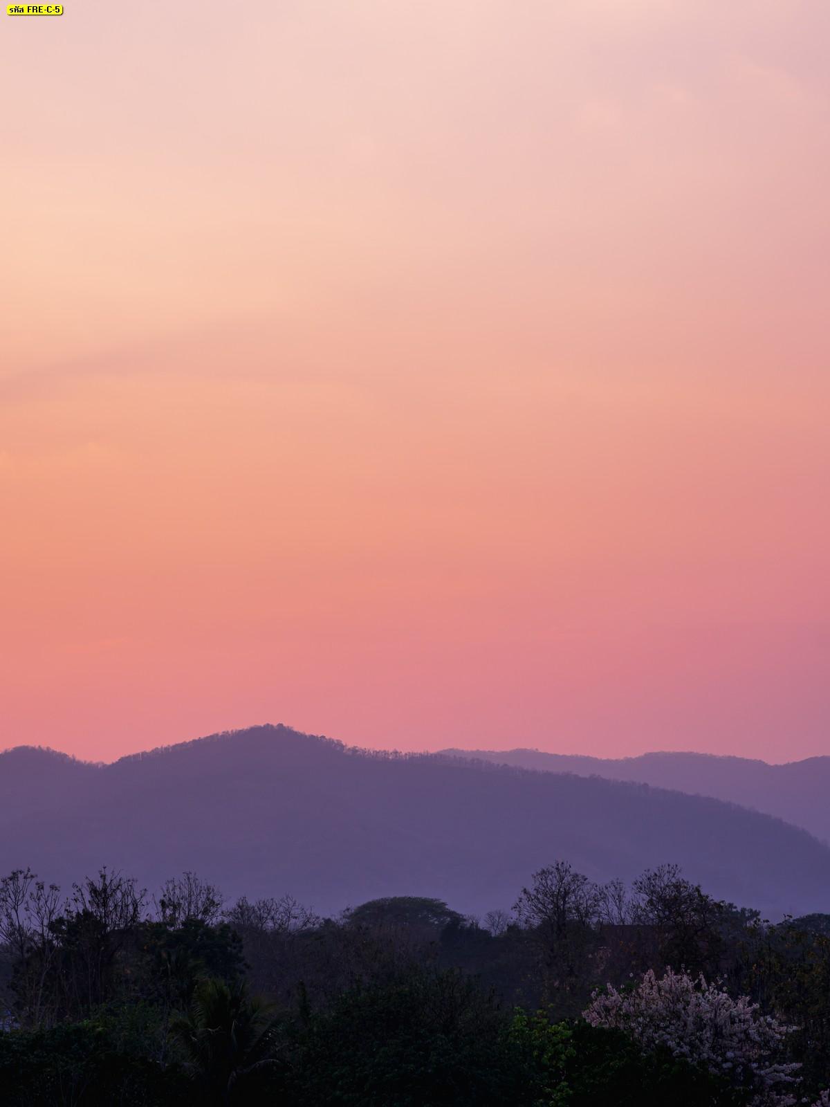 ภาพภูเขาบรรยากาศฤดูหนาว วอลเปเปอร์หน้าหนาวท้องฟ้าสีส้ม