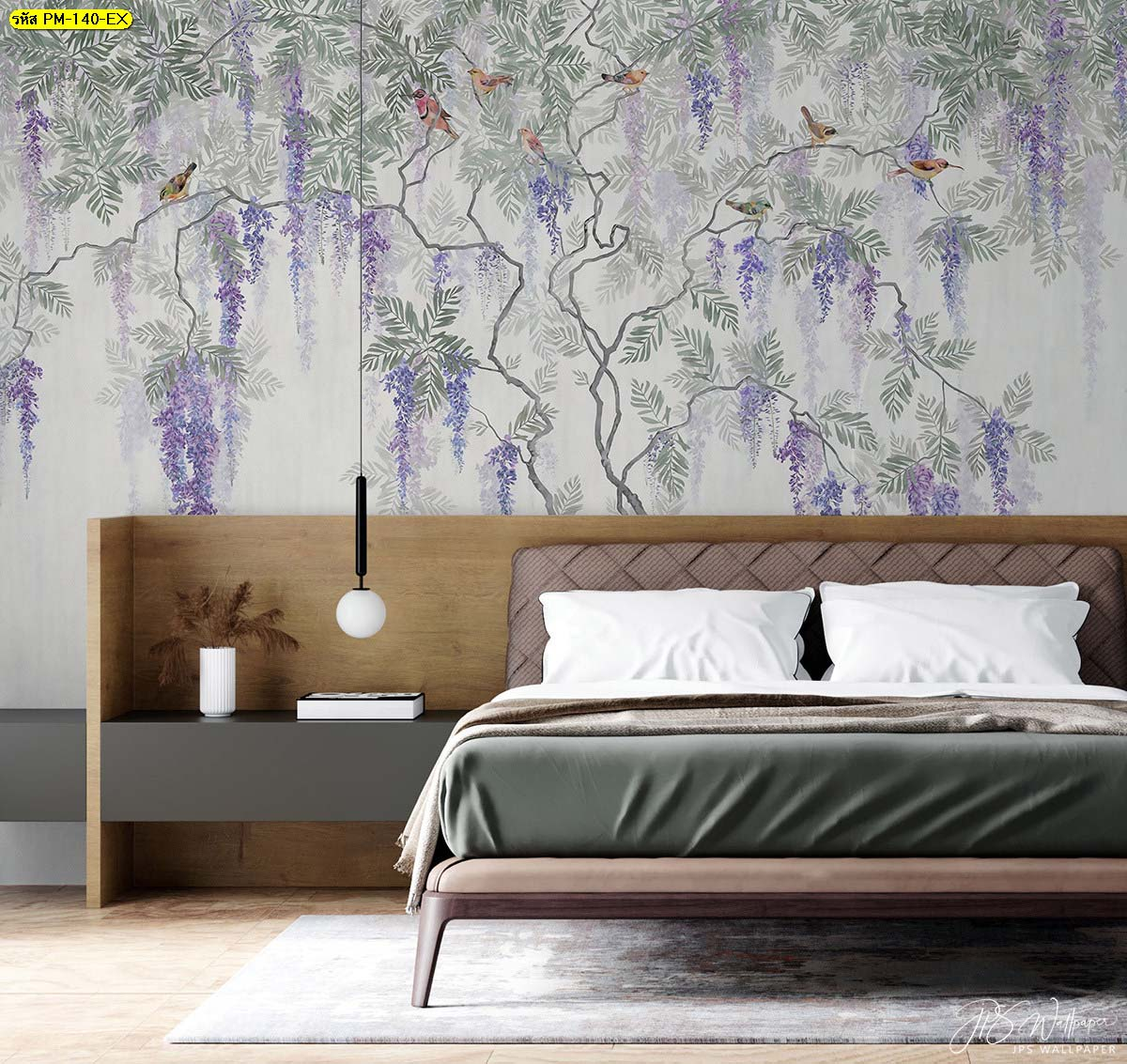 ลดความรู้สึกอึดอัดในห้องนอนเตียงไม้สีเข้มได้โดยการเลือกติดวอลเปเปอร์สีสว่าง